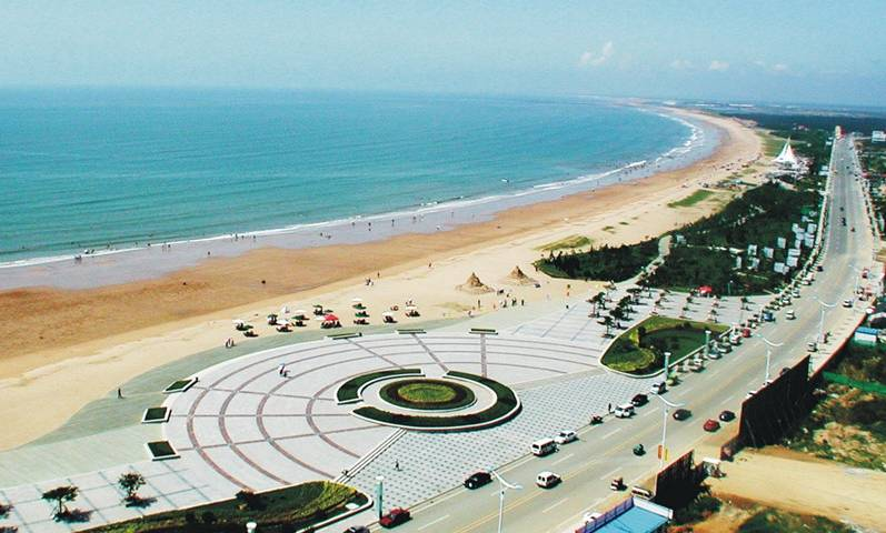 地址: 烟台市开发区海滨路 海阳万米海滩浴场位于海阳旅游度假区南端