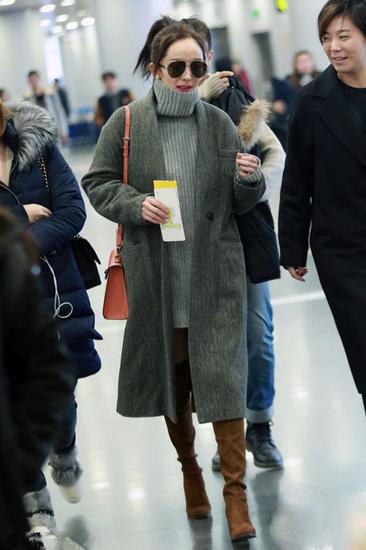 杨幂领衔机场街拍过膝靴美搭图片