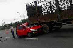 含山大妈级司机倒车致事故,准驾不符也被查,还质疑民警...
