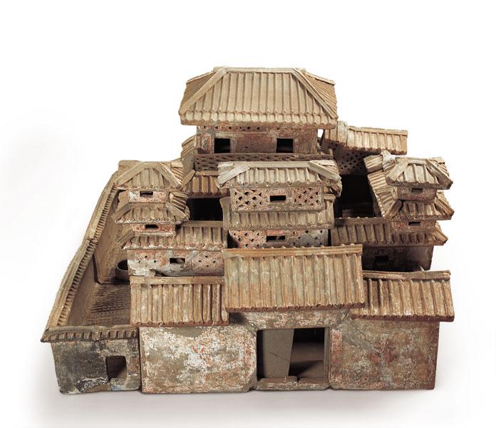 淮阳于庄出土的这套陶庄园结构严谨,形象逼真,是目前国内发现的形制最