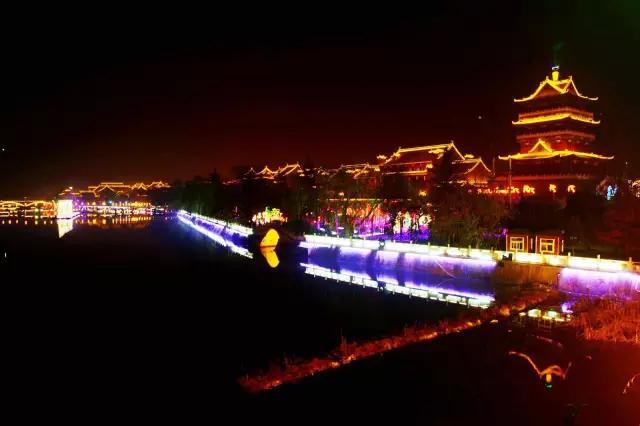 渭南桃花源民俗文化园地处渭南三张镇紫阳村的零河河谷.