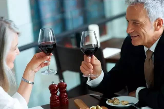约会适合喝什么葡萄酒?图片