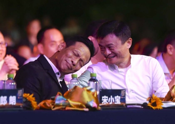 宋小宝晚会小品_马云和宋小宝演小品:王健林莫名躺枪