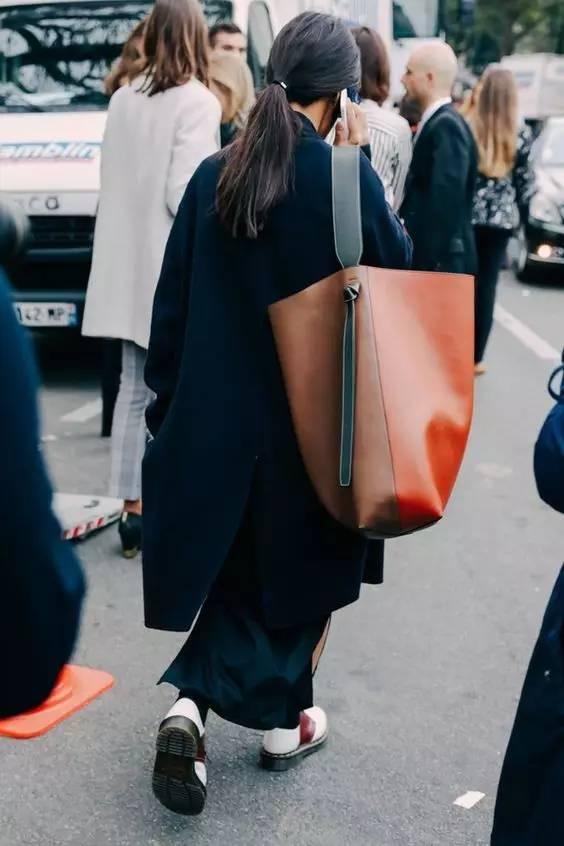 2017年最流行的包包款式,就是它
