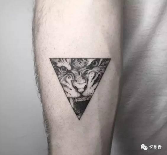 纹身  划着生命的双桨 奔向死亡