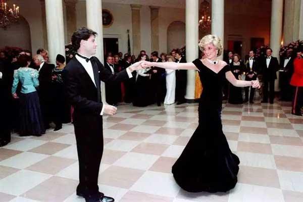 英国戴安娜王妃生1.5万英镑 哈里王子 常惹麻烦