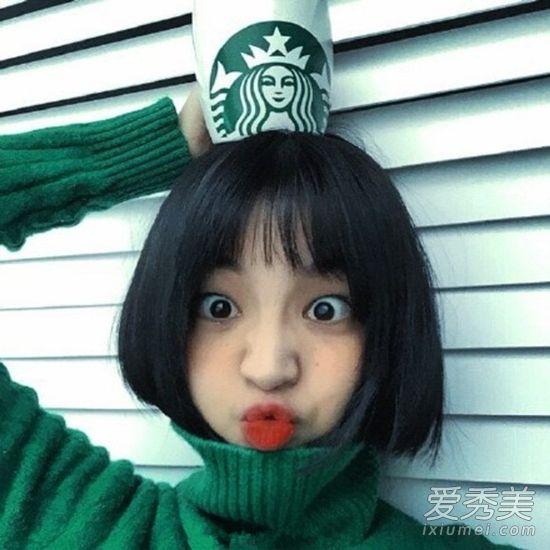 甜美系的短发造型,短波波头加二次元刘海可爱又俏皮,配上今年最火的图片
