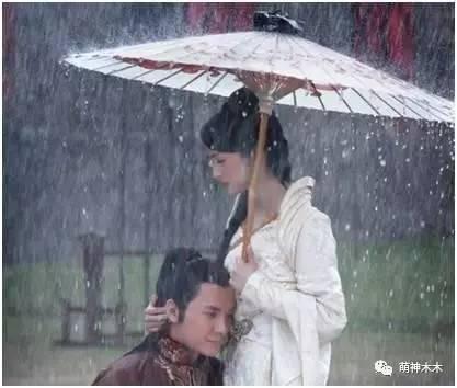古装剧中的打伞美人,赵丽颖唯美,赵雅芝最经典
