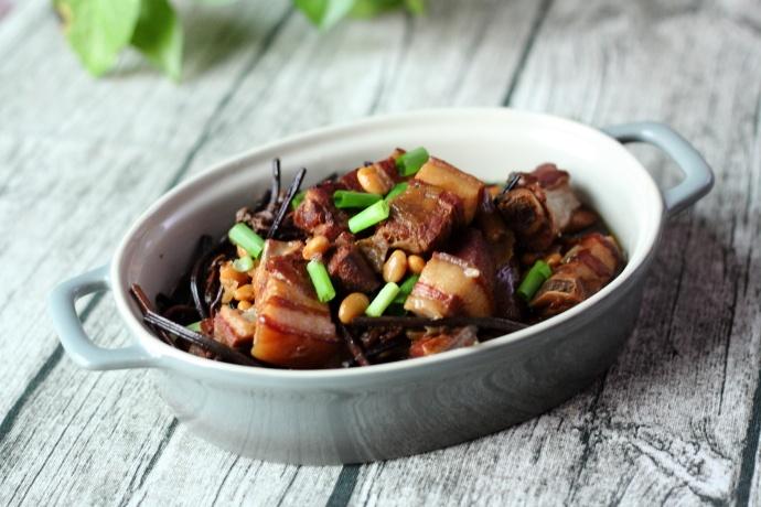蕨菜黄豆炖肉,年菜上绝对拿得出手的大
