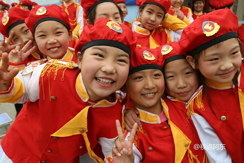 雾霾笼罩的冬日  孩子们的笑脸是最灿烂的风景 - 视点阿东 - 视点阿东