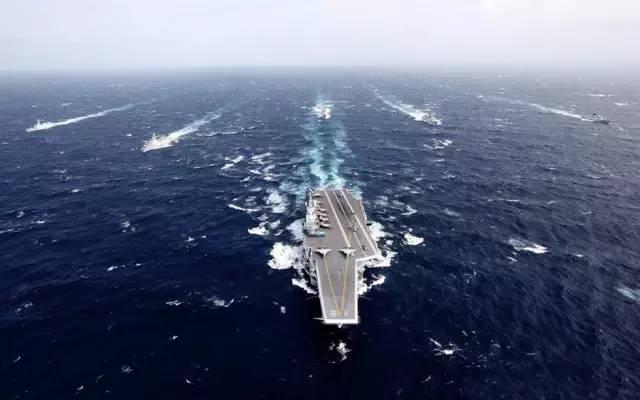 美舰急转欲冲向辽宁号航母 中国海军做了漂亮的事