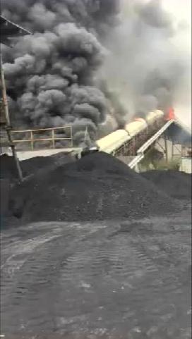 某水泥厂输煤皮带机着火 长点心吧