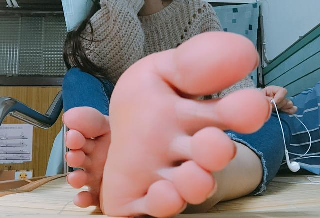 有一个脚丫子很漂亮的女朋友是什么体验?图片