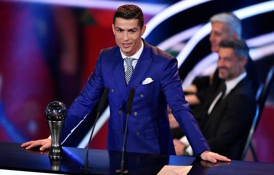 C罗荣获2016年度世界足球先生,成就双料先生