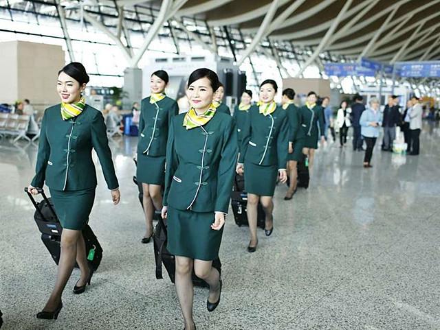 3、民营独资经营航司代表:春秋航空   乘务员(安全员):5500元-13230元;   乘务长:14950元-16000元。