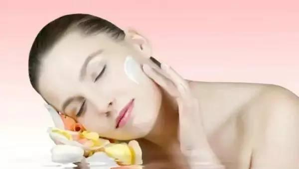 【晚上护肤】早上和晚上的肌肤护理区别,你造