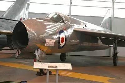 英国的优秀战斗机 速度奇快却因腿短遭淘汰