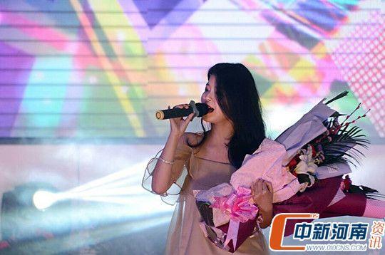 信阳市罗山县成功举办2017年春节蓝天公益晚会图片