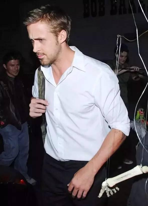 """就来说说这个被称作是""""全世界穿白衬衫最好看""""的男人——瑞恩·高斯林图片"""