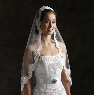 新娘头纱的戴法 各样绝美新娘头纱style图片