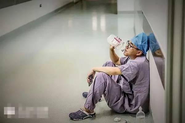 震惊 四川家属扬言做不好手术就杀死医生 全国都火了