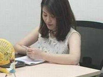 搞笑GIF:公司新来了一位女同事