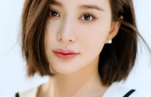1978年出生的女明星-王宝强公布新恋情女友超级美,网友 听说经纪人