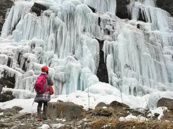4h到达天下级冰瀑,深谷徒步、雪天裸舞、峡谷攀冰