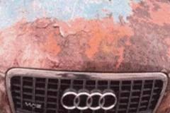 看到辆百万奥迪A8破旧不堪 原来是在和辉腾比低调