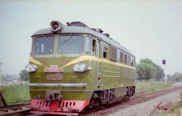 北京型内燃机车是北京二七机车工 到   东风12   等系列;除此东风