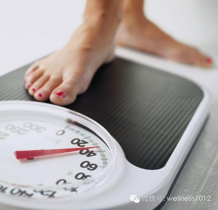 早晚体重一样说明瘦了图片