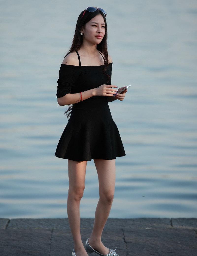 街拍美女�z(�y��9n�_街拍:旅游街拍的美女,风景美人更美