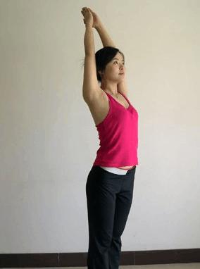 时尚 正文  拜日一式是由一组瑜伽体位法组合而成的,一般用于瑜伽的图片