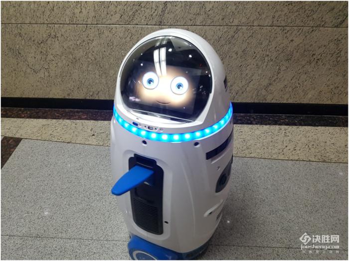 校和孩子喜欢的机器人,体验是这样的