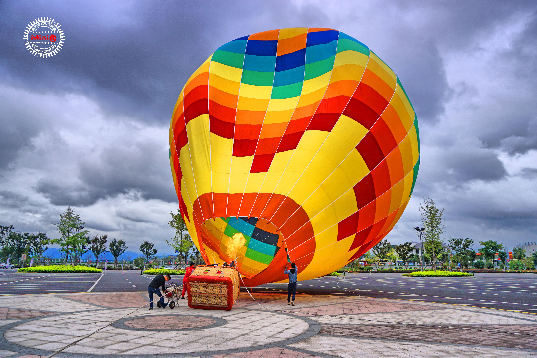 上图的彩色大袋子,老司机们称之为球囊.图片