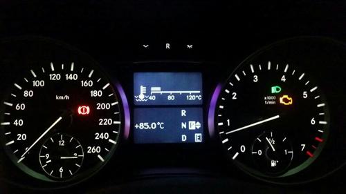 奔驰机油压力故障灯亮起怎么解决