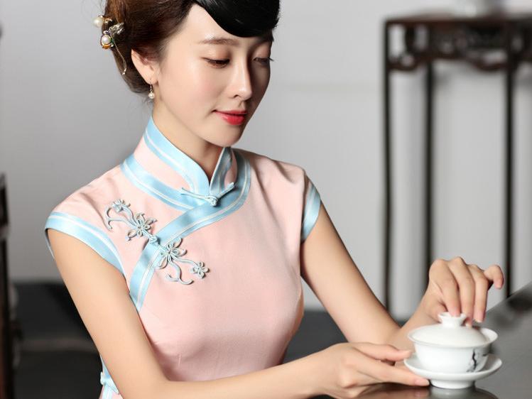 """旗袍""""中国式的性感服饰"""""""
