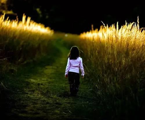 女儿发现爸爸出轨,偷偷给小三发信息,结果意想不到...
