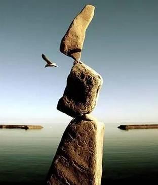 平衡_陪孩子玩石头平衡艺术