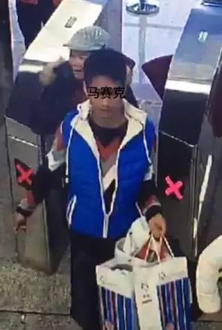 南宁这几个人上了地铁 乘客黑名单 他们竟然做出这样的事