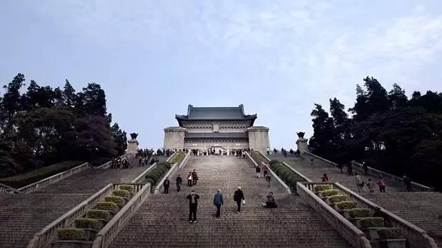 中山陵园风景区 中山陵的设计庄严而又宏伟,其中给人留下印象最深的图片