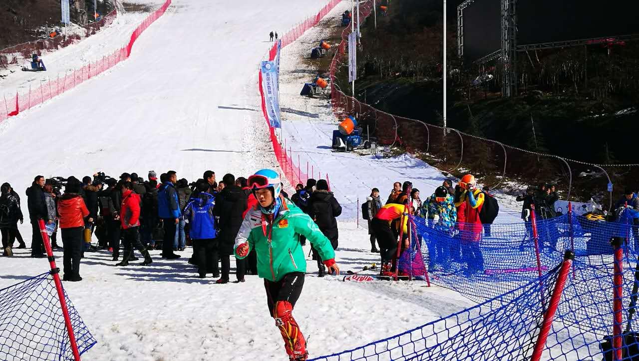 贵州省第一届滑雪节在六盘水市梅花山滑雪场开幕