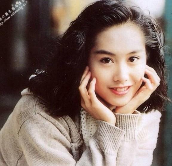 虽已年近50,仍让人感觉 清纯 动人的女星