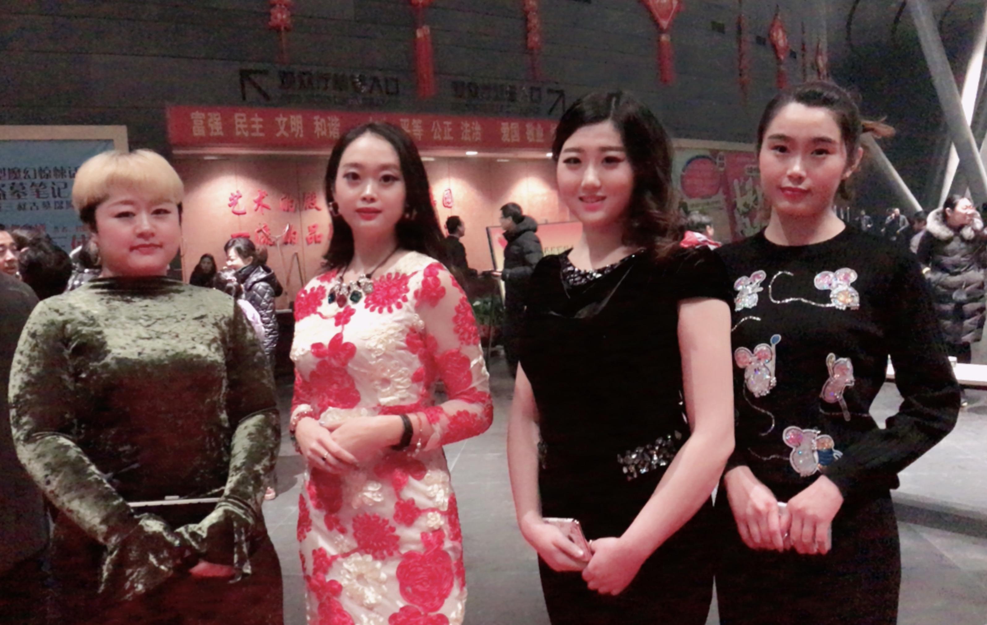 赵丽媚被赞称小赵丽颖,姐妹俩感情好_手机搜狐网
