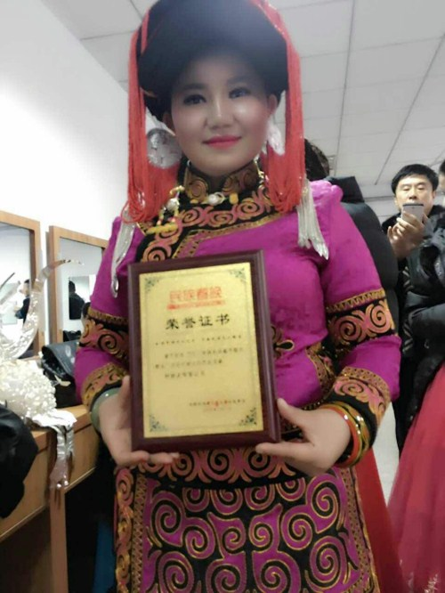 彝族著名歌手阿孜阿依梅朵应邀参加2017民族春晚