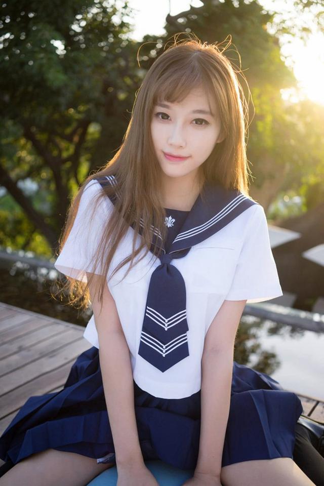 眼中的美女——清秀阳光美女校花 学生制服写真图片