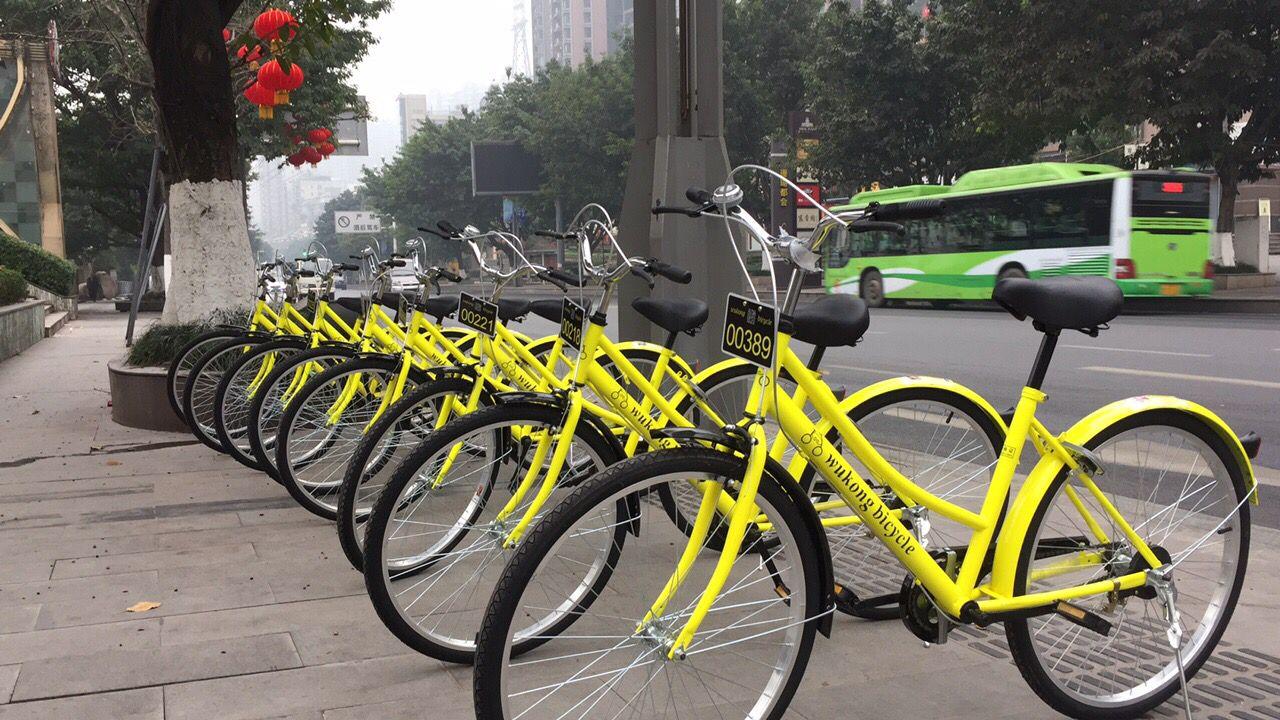 重庆南滨路悟空共享单车慈善首演,引千人驻足