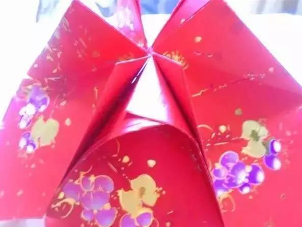 同样方法,用另外6个红包封制作灯笼的下半部.图片