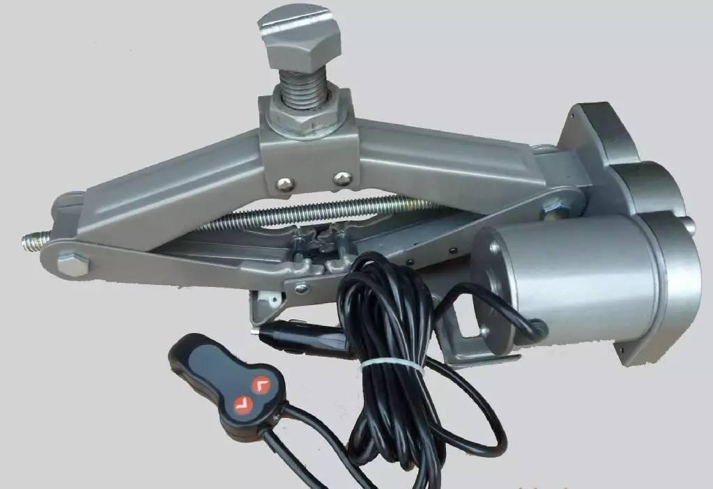 汽车 正文  车用千斤顶基本可以分为三大类: 齿条/螺旋型, 液压型图片
