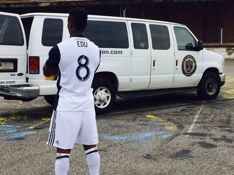不吹不黑,这件MLS球衣虽有亮点,但难言完美-搜